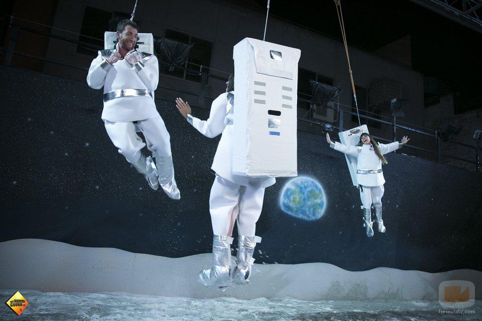 Aitana, Ana Guerra y Pablo Motos, de astronautas en 'El hormiguero'