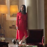 Julia en una habitación durante un capítulo de 'Félix'
