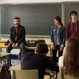 Félix da una charla en un instituto durante un capítulo de 'Félix'