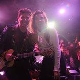 Amaia y Alfred posan sonrientes en la London Eurovision Party 2018 con el público de fondo