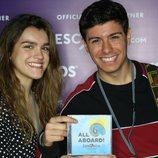 Amaia y Alfred posan con el disco de Eurovisión 2018 en la London Eurovision Party
