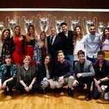 Los concursantes de 'Operación Triunfo 2017' junto al presidente del Real Madrid, Florentino Pérez