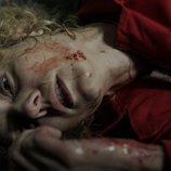 Esther Acebo herida en el suelo en el 1x03 de 'La Casa de Papel'