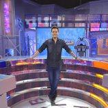 Christian Gálvez posa en el plató de 'Pasapalabra en familia'