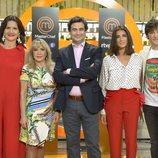 Los jueces posan en la presentación de la sexta temporada de 'MasterChef' junto a Toñi Prieto y Macarena Rey