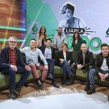 El equipo de 'Liarla Pardo' posa en el plató del programa