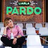 Cristina Pardo, sentada en las gradas de 'Liarla Pardo'