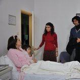 Mukkaddes recibe visita en el hospital en la segunda temporada de 'Fatmagül'