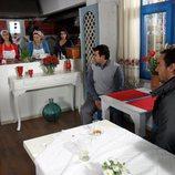 Mustafá visita el local de Fatmagül y su familia en la segunda temporada de 'Fatmagül'