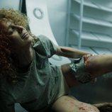 Mónica sale herida de la cámara acorazada en el 1x04 de 'La Casa de Papel'