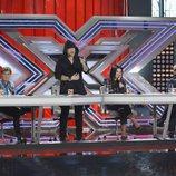 Fernando Montesinos se pone en pie ante sus compañeros del jurado de 'Factor X'