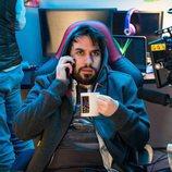 Manuel Huedo es el hacker Kiu en la serie de Playz, 'Bajo la red'