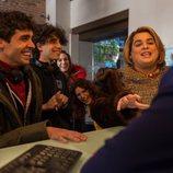 Javier Calvo, Brays Efe, Kira Miró, Lidia San José y Javier Ambrossi en el rodaje de la segunda temporada de 'Paquita Salas'