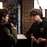 Javier Calvo y Javier Ambrossi en el rodaje de la segunda temporada de 'Paquita Salas'