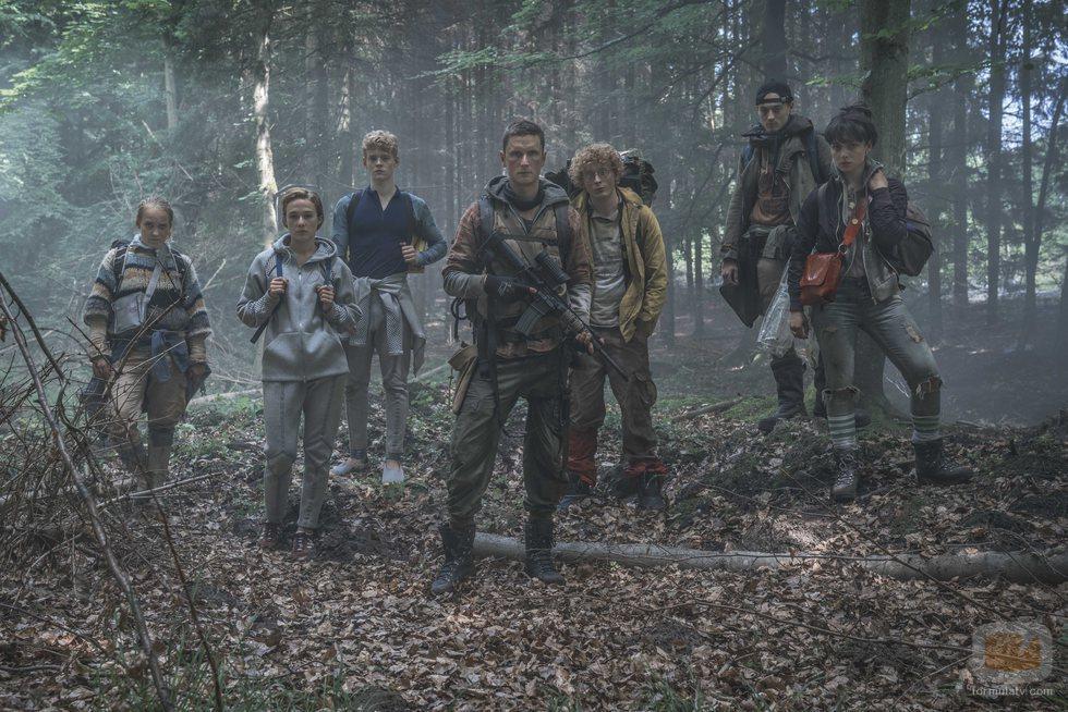 Imagen del elenco de 'The Rain', primera serie danesa de Netflix