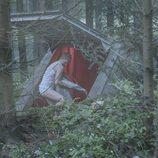 Rasmus y Simone en la puerta de un búnker en 'The Rain'