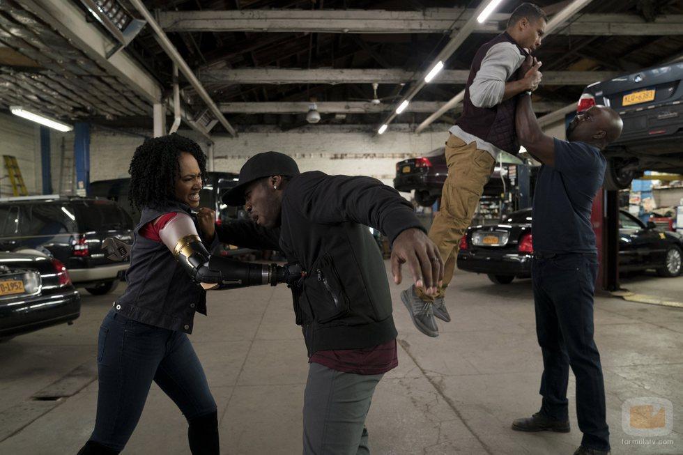 Luke Cage y Misty Knight pelean en la segunda temporada de 'Luke Cage'