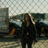 La inspectora Murillo delante de un desguace cerrado en el 1x06 de 'La Casa de Papel'