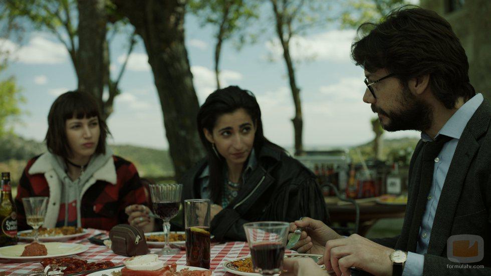 Tokio, Nairobi y El Profesor comen en el 1x06 de 'La Casa de Papel'
