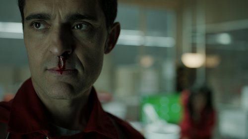 Berlín sangra por la nariz en el 1x06 de 'La Casa de Papel'