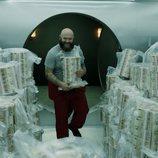 Los fajos de billetes siguen aumentando en el 1x10 de 'La Casa de Papel'