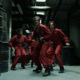 Berlín y un grupo de rehenes armados en el 1x08 de 'La Casa de Papel'