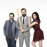 Edu Galán, Antonio Castelo y  Marta Flich posan para la tercera temporada de 'CCN: Comedy Central News'