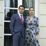 Emmanuel Esparza y Michelle Calvó como Alberto Guzmán y Paula Campillo en 'Secretos de Estado'