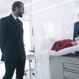 Offred es observada en una clínica por sus captores en la segunda temporada de 'The Handmaid's Tale'
