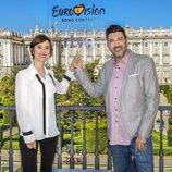 Julia Varela y Tony Aguilar, comentaristas del Festival de Eurovisión 2018