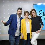 Tony Aguilar, Julia Varela y Nieves Álvarez posan juntos a unos días de la semifinal del Festival de Eurovisión 2018