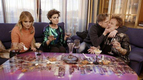 Óscar Martínez da un beso a Fortu en 'Ven a cenar conmigo: Gourmet Edition'