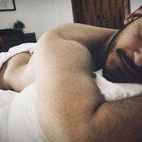 Cepeda se desnuda en Twitter en solidaridad con Aitana
