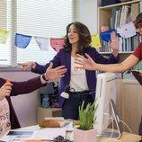 Brays Efe, Belén Cuesta y Betsy Túrnez en el rodaje de la segunda temporada de 'Paquita Salas'