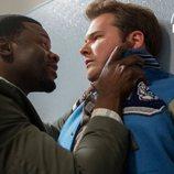 Mr. Porter agarra del cuello a Bryce en la segunda temporada de 'Por 13 razones'