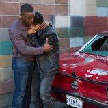 Tony llora junto a Caleb, uno de los nuevos personajes, en la segunda temporada de 'Por 13 razones'