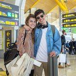 Amaia y Alfred en el aeropuerto antes de viajar a Lisboa para el 'Festival de Eurovisión 2018'