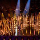 """El escenario de Eurovisión 2018 se ilumina cuando """"Tu canción"""" rompe"""