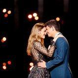 Amaia y Alfred, agarrados durante el segundo ensayo de Eurovisión 2018