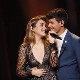 Amaia y Alfred se miran sonrientes durante el segundo ensayo de Eurovisión 2018