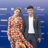 Amaia y Alfred, sonrientes en la 'Blue Carpet' de Eurovisión 2018
