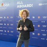Michael Schulte, representante de Alemania, en la 'blue carpet' de Eurovisión 2018