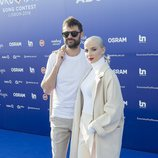 Madame Monsier, representantes de Francia, en la 'blue carpet' de Eurovisión 2018