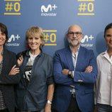 Mercedes Milá posa con el equipo de 'Scott & Milá', su nuevo programa