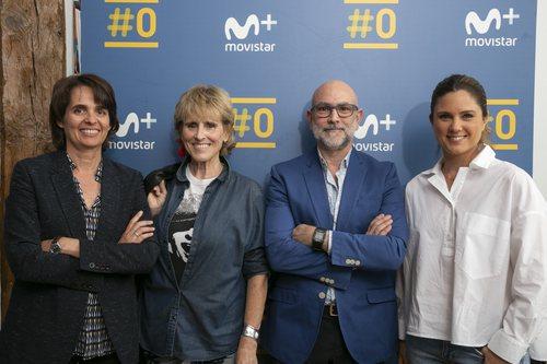 Mercedes Milá posa con el equipo de 'Scott y Milá', su nuevo programa