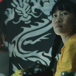 Akame mira a lo lejos en el 3x02 de 'Vis a vis'
