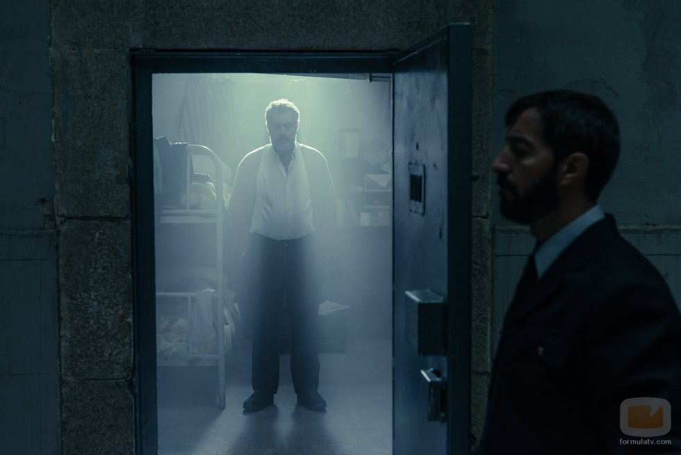 Oubiña dentro de la celda en el capítulo final de 'Fariña'