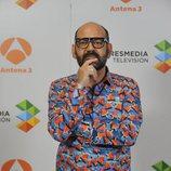 José Corbacho posa en la presentación de 'La noche de Rober'