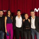 Mario Casas, Ramón Campos, Teresa Fernández-Valdés, Domingo Corral y Milena Martín en la presentación de 'Instinto'
