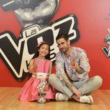 Melani, ganadora de 'La Voz Kids 4', junto a su coach Melendi